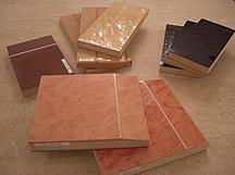 フルオーダー家具STEP6|色見本を作成してお渡ししますのでご自宅(現場)にお持ちになり、室内にて色加減をご確認ください。
